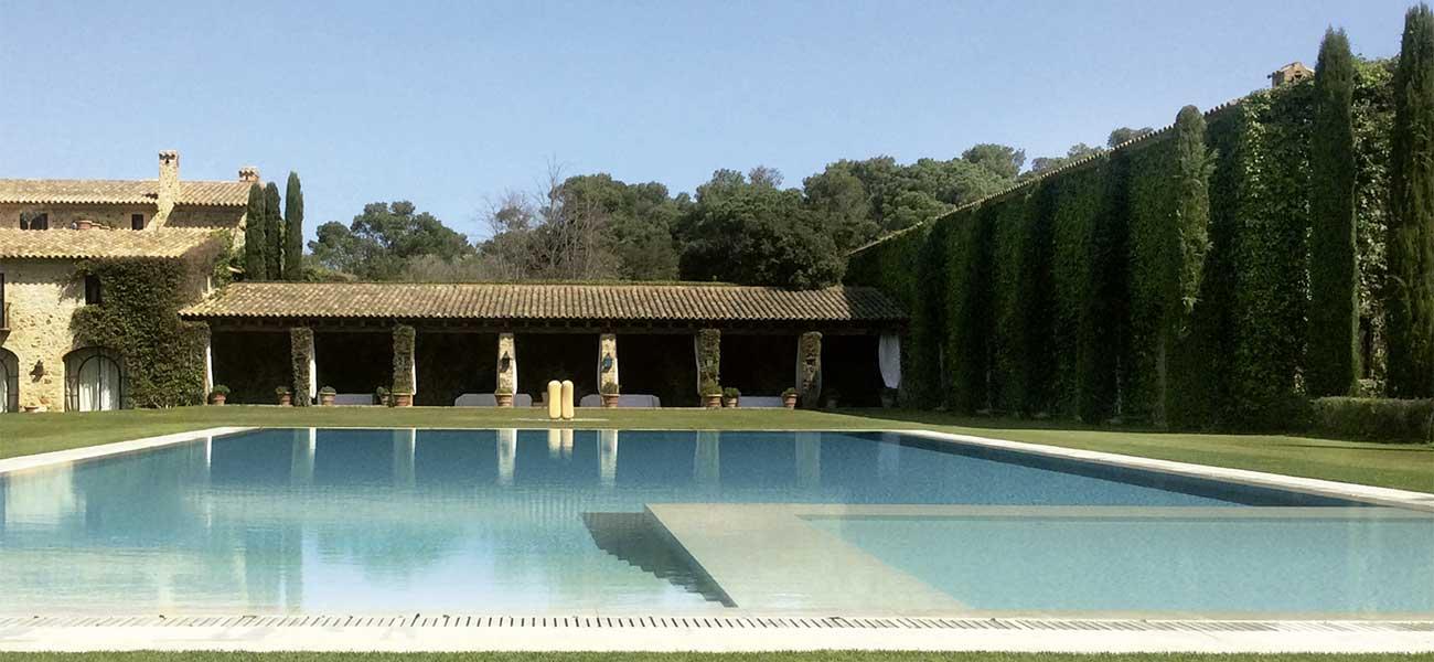 L'elegant delicadesa d'una piscina familiar