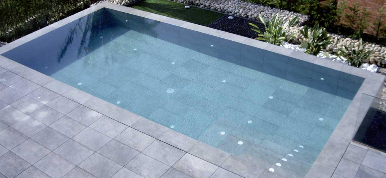 Una piscina moderna amb vocació urbana