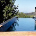 Piscina on s'utilitzen productes pel manteniment de piscines