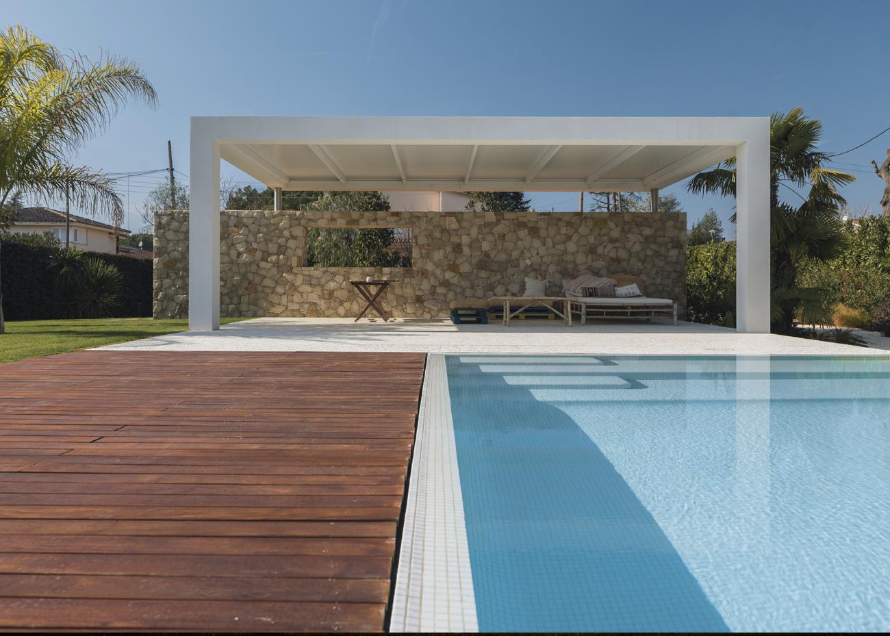 casa-reflectida-piscina-portada